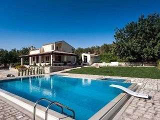 Sunny 3 bedroom Villa in Rosolini - Rosolini vacation rentals