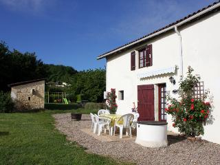 2 bedroom Gite with Internet Access in Saint-Pey-de-Castets - Saint-Pey-de-Castets vacation rentals