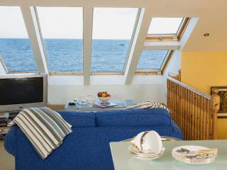 Beautiful 1 bedroom Skerries Apartment with Deck - Skerries vacation rentals