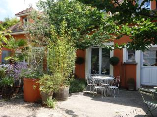 Nice Condo with Internet Access and Satellite Or Cable TV - Chilly-Mazarin vacation rentals