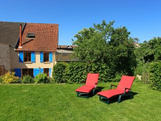 Nice Gite with Internet Access and Fireplace - Trelou-sur-Marne vacation rentals