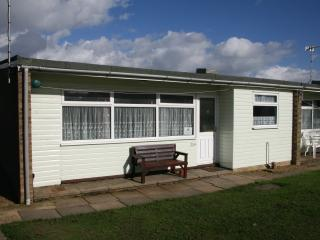 Comfortable Chalet with Television and Parking - Hemsby vacation rentals