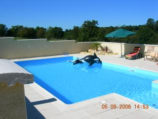 4 bedroom House with Internet Access in Champagne Mouton - Champagne Mouton vacation rentals