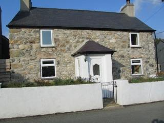 Beautiful Glan Parc Cottage near seaside Pwllheli - Fron vacation rentals