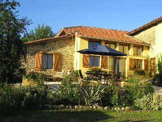 2 bedroom Gite with Internet Access in Castelnau-Magnoac - Castelnau-Magnoac vacation rentals