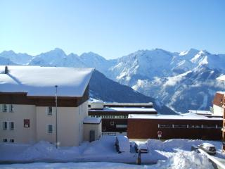 Alpe D'Huez Modern, Great View. Sleeps 5 +1 - L'Alpe-d'Huez vacation rentals