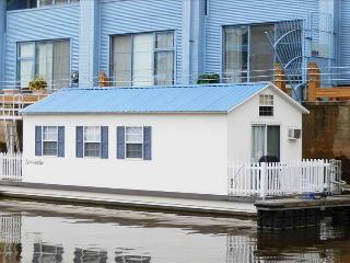 Houseboat Pisces:  Most Unique Vacation Rental in Town! - Philadelphia vacation rentals