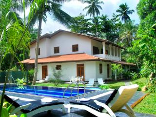 HikkaVilla 5BR Holiday villa with a private pool - Hikkaduwa vacation rentals