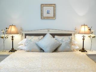 Royal Crescent Luxury Apt 7015 - Bath vacation rentals