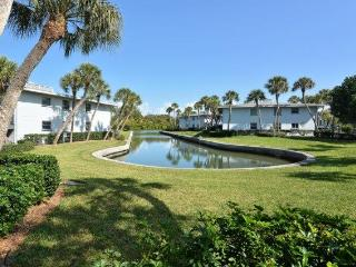 Gorgeous Condo with Balcony and DVD Player - Longboat Key vacation rentals