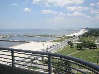 Beautiful 2 bedroom / 2 bath condo with view of Gulf. - Gulfport vacation rentals