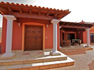 STUNNING VILLA WITH POOL HEATING - Corralejo vacation rentals