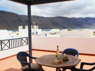 Apartament Casa Nely La Graciosa with big terrace and sea views ! - La Graciosa vacation rentals