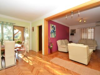 MT Residence - App Los Angeles - Zavalatica vacation rentals