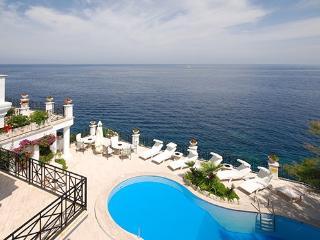 9 bedroom Villa in Punta Caruso, Ischia, Amalfi Coast, Italy : ref 2230213 - Montepaone vacation rentals