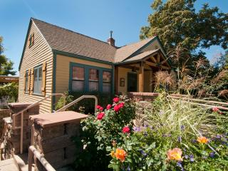 Vintage Rose Cottage, near Washington Park - Denver vacation rentals