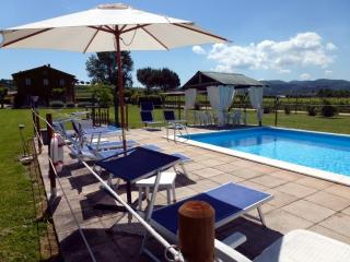 MELA apartment with pool at I MORI GELSI, Assisi - Torgiano vacation rentals