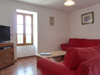 Perfect Condo with Internet Access and Dishwasher - Canaules-et-Argentieres vacation rentals