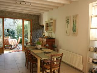 Charming House with Internet Access and Outdoor Dining Area - Leran vacation rentals