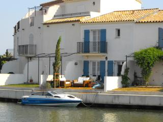 Perfect 2 bedroom Vacation Rental in Aigues-Mortes - Aigues-Mortes vacation rentals