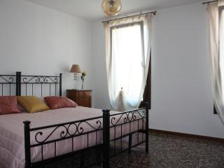 Rialto apartment - City of Venice vacation rentals