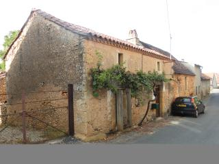 3 bedroom Farmhouse Barn with Internet Access in Le Buisson-de-Cadoin - Le Buisson-de-Cadoin vacation rentals