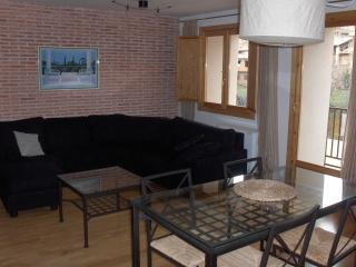 Wonderful 2 bedroom Teruel Condo with Central Heating - Teruel vacation rentals