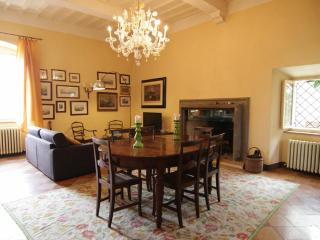 Cozy 2 bedroom Condo in Todi with Internet Access - Todi vacation rentals