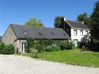 Beautiful 3 bedroom House in Guern with Satellite Or Cable TV - Guern vacation rentals