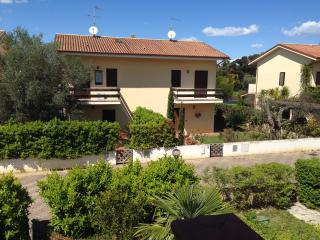 Splendida villa con ampio giardino - Sibari vacation rentals
