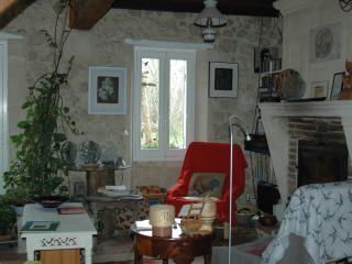 2 bedroom Farmhouse Barn with A/C in Libourne - Libourne vacation rentals