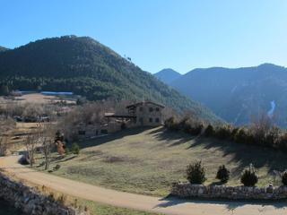 Nice Townhouse with Dishwasher and Freezer - Bellver de Cerdanya vacation rentals