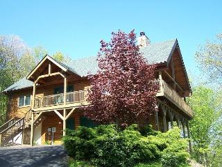 Lincoln Logs has mountain views and is close to skiing at Appalachian Ski Mtn - Blowing Rock vacation rentals