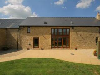 Tithe Barn, spacious barn conversion, Cotswolds - Chipping Norton vacation rentals