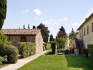 Lovely 2 bedroom San Donato in Poggio Condo with Internet Access - San Donato in Poggio vacation rentals