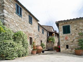 Lovely 3 bedroom San Donato in Poggio Condo with Grill - San Donato in Poggio vacation rentals