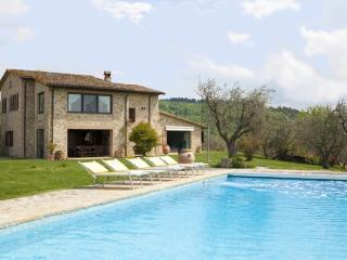 5 bedroom Villa in Collazzone, Umbria, Italy : ref 2017936 - Pantalla vacation rentals
