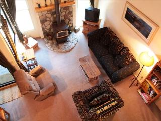 Light & spacious 1 bedroom + loft 2 bath across the street from The Village. - Mammoth Lakes vacation rentals