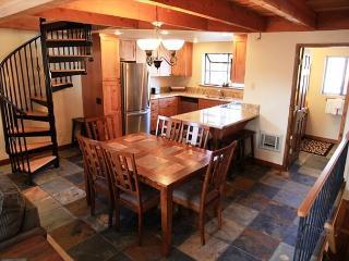 Beautifully Remodeled 2 Bed + Loft, 3 Bath near Snowcreek Golf Course! - Mammoth Lakes vacation rentals