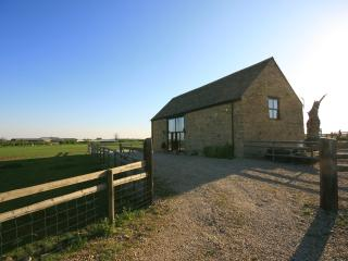 Gallery Barn, nr Burford with amazing views - Leafield vacation rentals