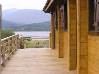 Comfortable 2 bedroom Cabin in Fort William with Deck - Fort William vacation rentals
