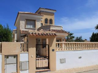 Beautiful Villa with Internet Access and A/C - Guardamar del Segura vacation rentals