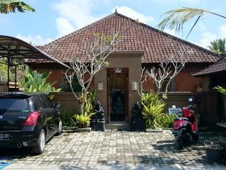Aurelia1 Clean Spacious, Kitchen, Quiet Ubud - Ubud vacation rentals