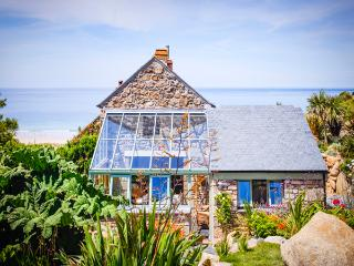 CASTAWAYS, a Cornish cottage by the beach with superb sea views and lush garden - Sennen vacation rentals