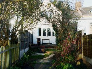 2 bedroom Cottage with Internet Access in Ellesmere - Ellesmere vacation rentals