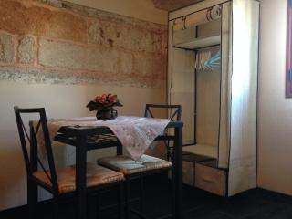 Lovely B&B in Gallipoli with A/C, sleeps 5 - Gallipoli vacation rentals