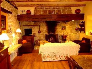 Charming House with Internet Access and Outdoor Dining Area - Saint-Pierre-Toirac vacation rentals