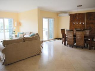 Estoril condo apartment: 2/3 BR, 2 WC, free WIFI