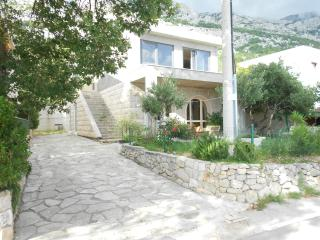 2 bedroom House with Internet Access in Brela - Brela vacation rentals