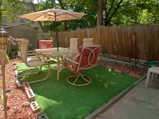 Debbie's Garden Paradise - Brooklyn vacation rentals
